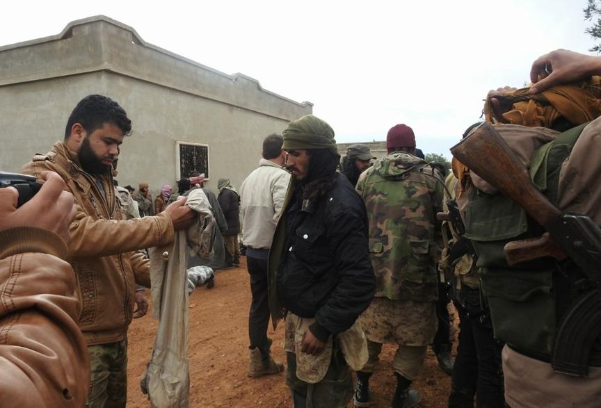 Suriyeli Muhalifler 400 DEAŞ'lıyı esir aldı.. 1