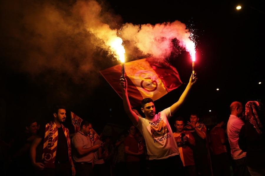 Adana'da Galatasaray'ın Şampiyonluğu Kutlanıyor 1