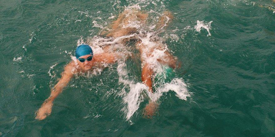 Adana'da Su Sporları Festivali'nde açık su yüzme yarışları yap