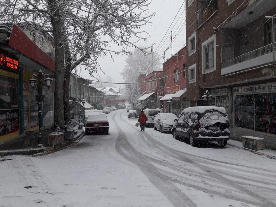 Adana'da yüksek kesimlerde kar yağışı 1