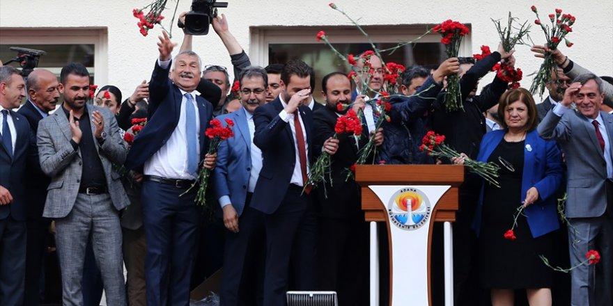 Adana Büyükşehir Belediye Başkanı seçilen Karalar mazbatasını aldı