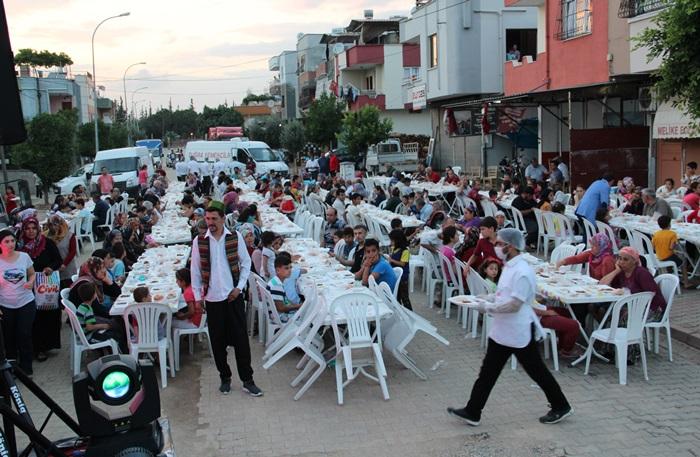 Sarıçam Belediyesi İftar sofraları başladı