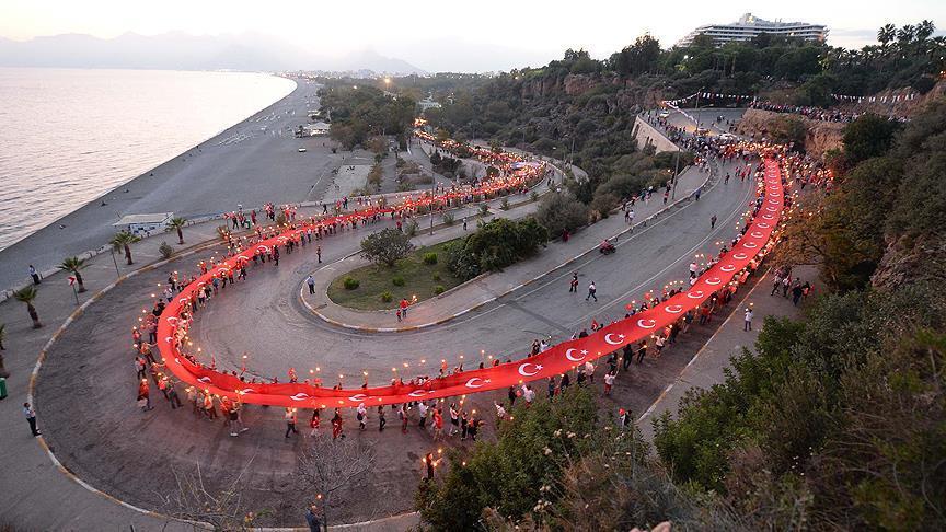 Fener alayında 300 metrelik Türk bayrağı açıldı