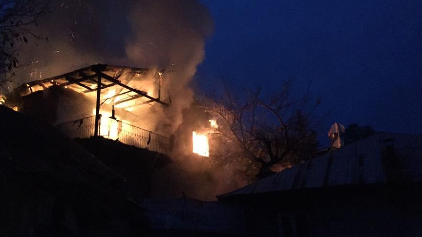 Adana'da tarladaki kulübede çıkan yangın