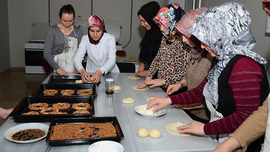 Pastacılık kursu ev hanımlarına ekmek kapısı oldu