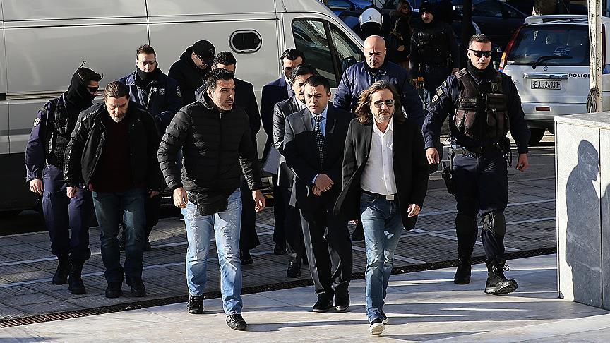 Yunanistan'a kaçan darbeci askerlerin gözaltı süreleri uzatıldı