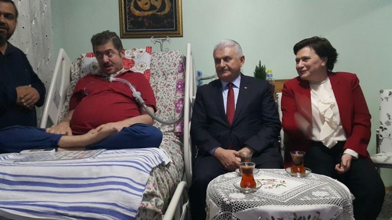 Başbakan Yıldırım ALS hastası Yasin Asma'yı evinde ziyaret etti