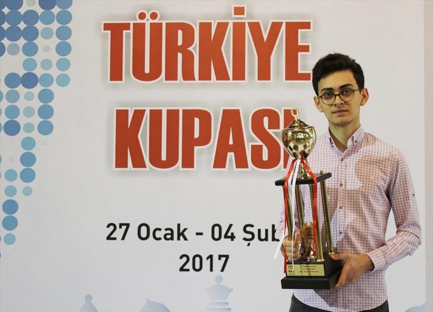 Türkiye Satranç Şampiyonu Vahap Şanal...