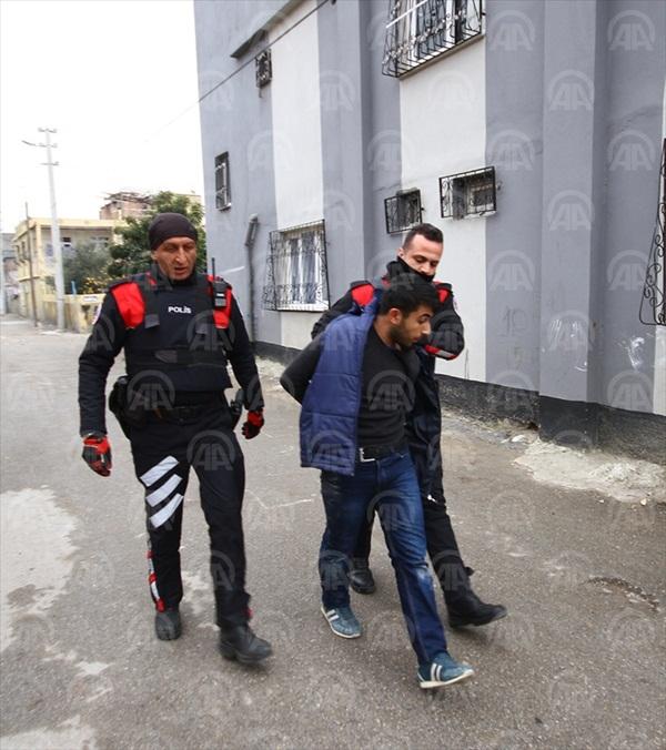 Polisten kaçarken damda yakalandı