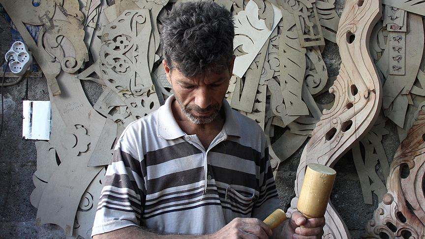 Ahşap ustalarının işlediği mobilyalar ihraç ediliyor
