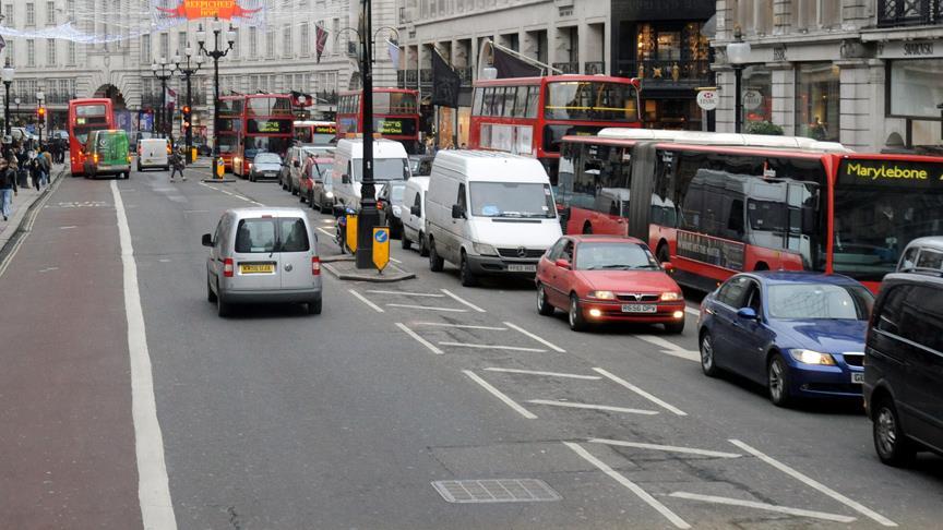 Londra'da 'kahraman imam'a İslamofobik saldırı