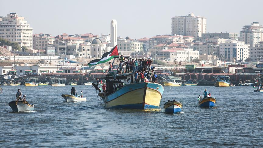 Gazzeliler İsrail ablukasını kırmak için denize açıldı