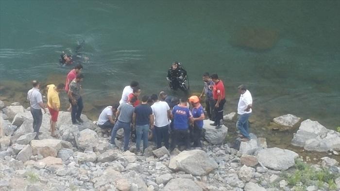 Asi Nehri'nde akıntıya kapılan genç kayboldu