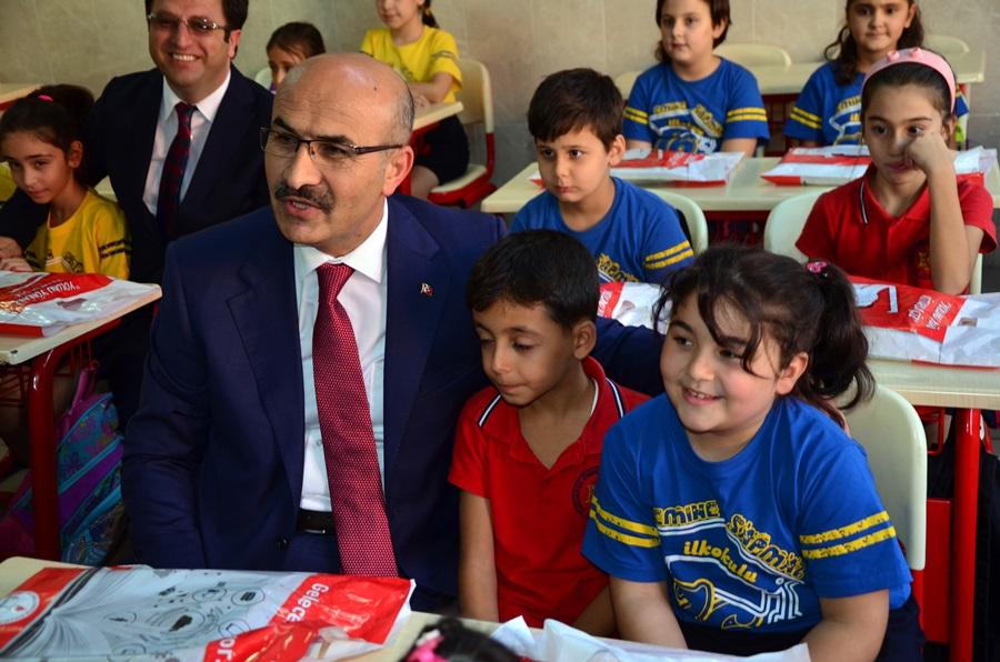 Adana'da 500 bin öğrenci okula döndü