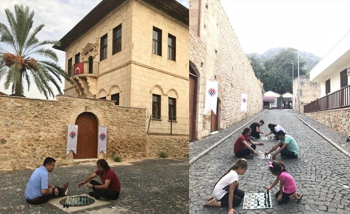 """Sokakta Satranç Var"""