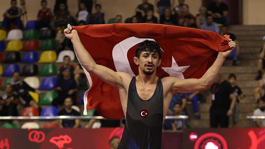 Milli güreşçi Kerem Kamal'dan altın madalya