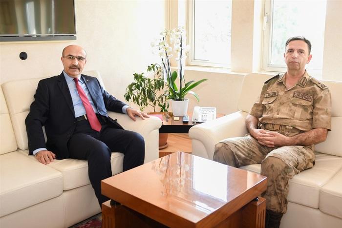 """Vali Demirtaş, Tuğgeneral Cavlak'a """"Hayırlı Olsun"""" Ziyaretinde Bulundu"""