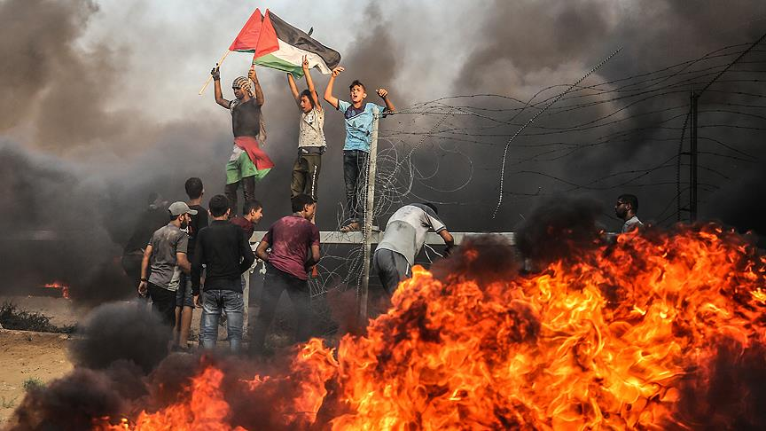 İsrail askerleri Gazze sınırında 130 Filistinliyi yaraladı