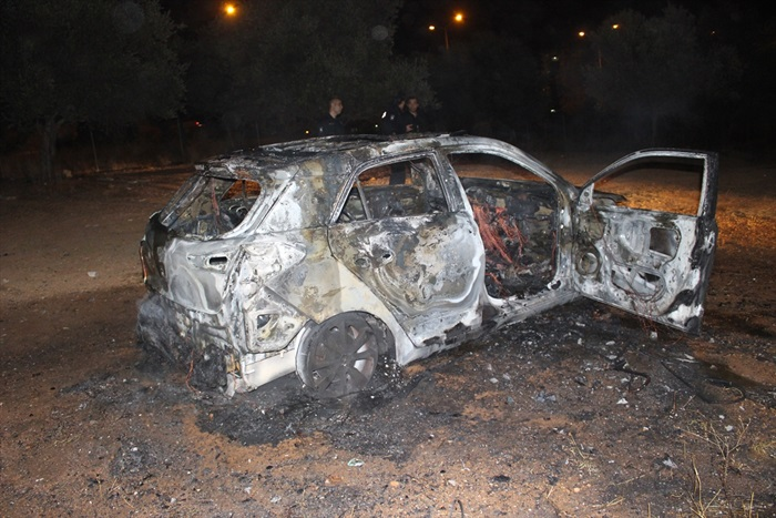 Adana'da park halindeki otomobilde yangın: 2 yaralı