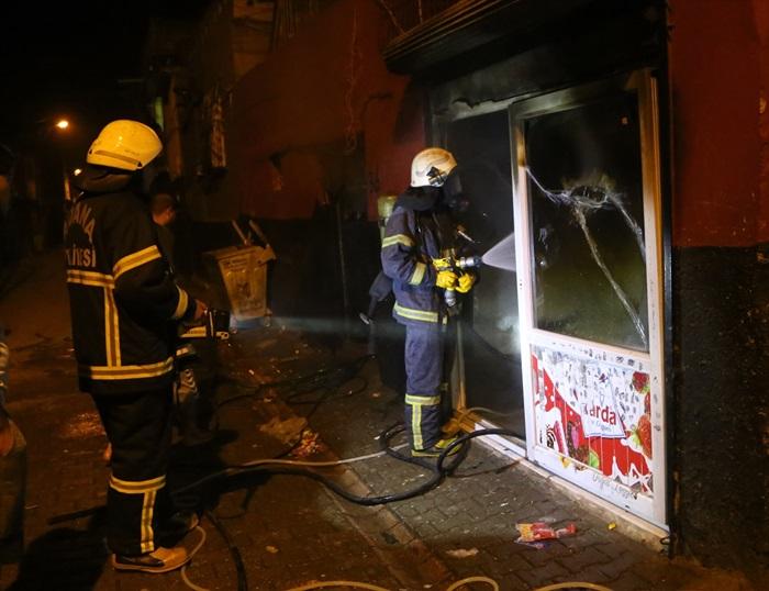 Adana'da bakkal dükkanında yangın