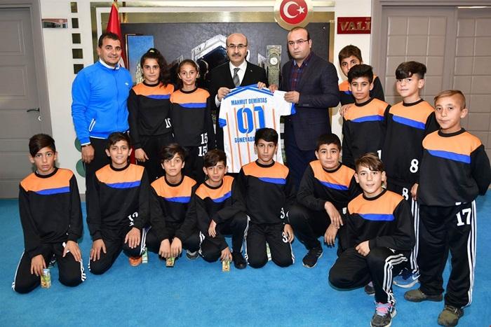 Başkan Talat Özyürek, Vali Demirtaş'ı Ziyaret Etti