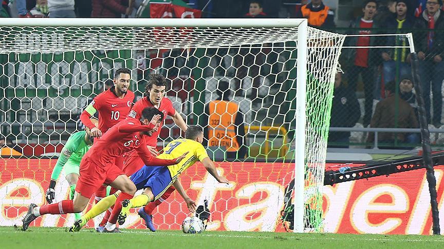 İsveçli milli futbolcu Berg: Hakem 2 penaltı sözü verdi
