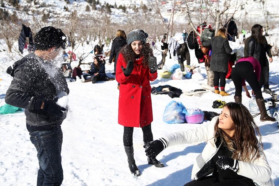 Adana'da kar şenliğine yoğun katılım