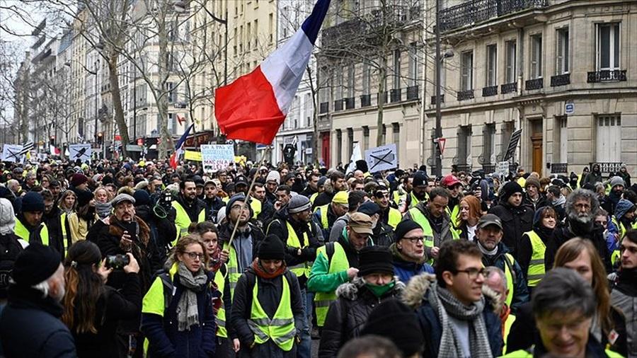 Fransa'da sarı yeleklilerin gösterilerinde güvenlik güçlerine ateş açma izni