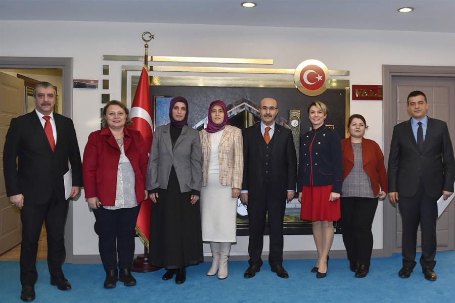 Vali Demirtaş'tan Anne Meclisi Derneğine destek