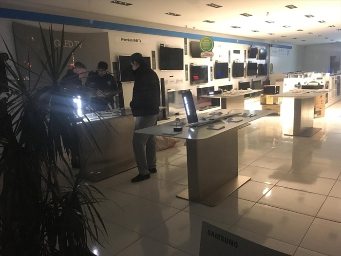 Adana'da mağazadan elektronik eşya hırsızlığı