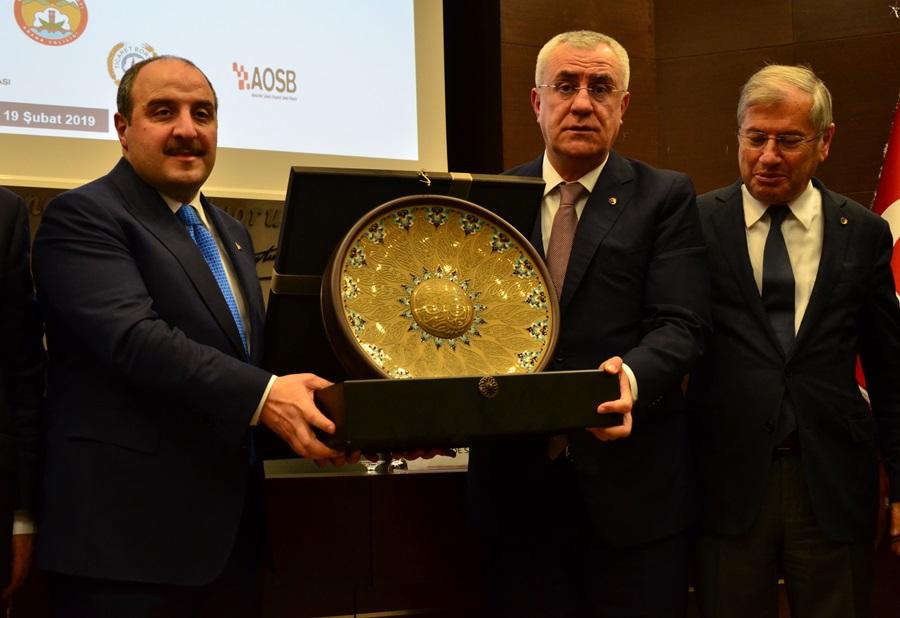 Bakan Varank Adana'da iş dünyasıyla buluştu