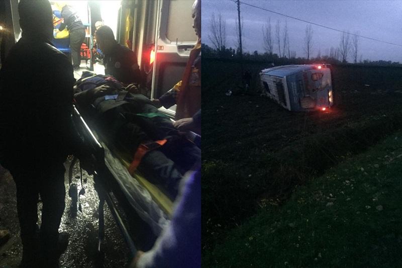 Osmaniye'de MHP'nin seçim minibüsü devrildi: 2 yaralı