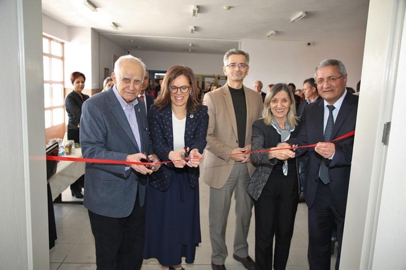 Fen Edebiyat Fakültesi Ek Hizmet Binasına Yeni Bir Seminer Salonu Kazandırıldı.