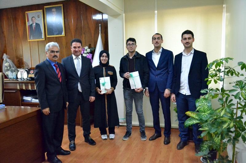 Osmanlıca İl Birincisi Öğrenciler Ödüllerini Ataşbak'ın elinden Aldı