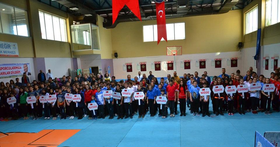 Okullar Arası Yıldızlar Dart Türkiye Şampiyonası Adana'da Başladı