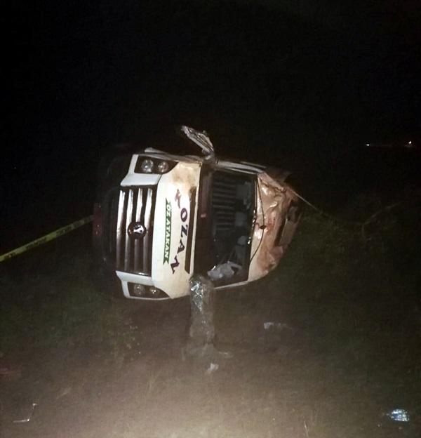 Adana'da minibüs devrildi: 1 ölü, 10 yaralı