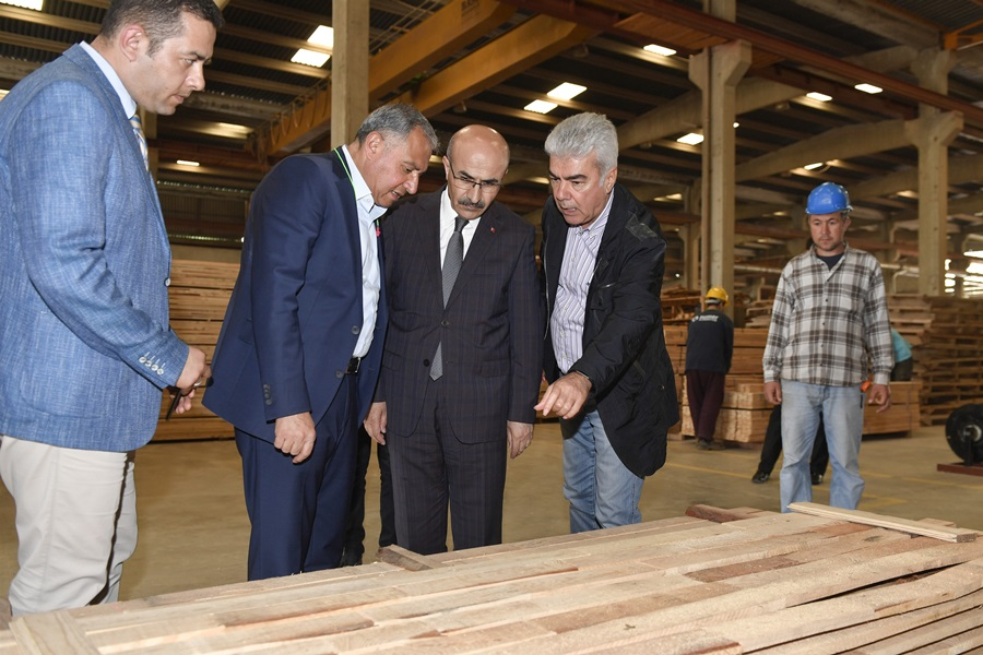 Vali Demirtaş, AOSB'de Faaliyet Gösteren Firmaları Ziyaret Etti