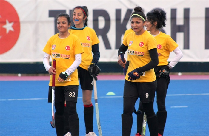 Genç hokeycilerin Avrupa Şampiyonası hazırlıkları
