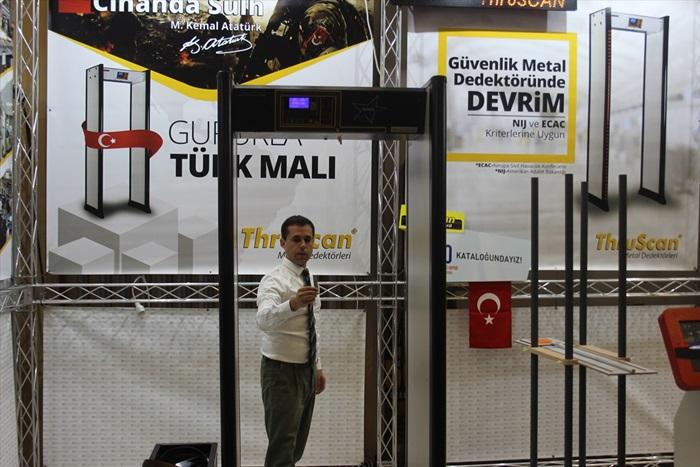 """Türkiye'den İngiliz ve Alman cezaevlerine """"kapı"""" gibi güvenlik"""
