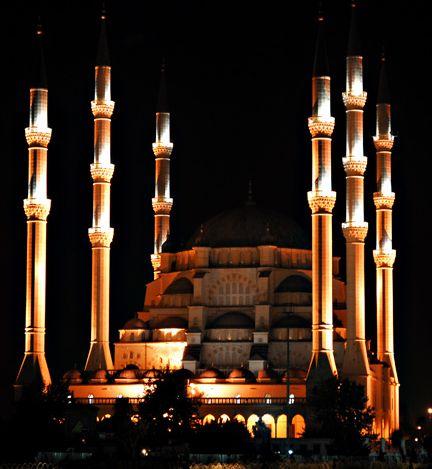 Camilerin giderleri vatandaşlarca karşılanıyor
