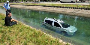 Adana'da otomobil sulama kanala düştü: 1 yaralı