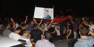 Adana'da Darbe Girişimine Karşı Halk Sokağa Döküldü