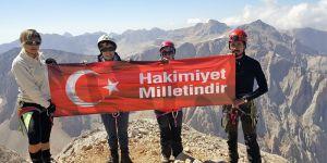3 bin 756 metrede demokrasi nöbeti