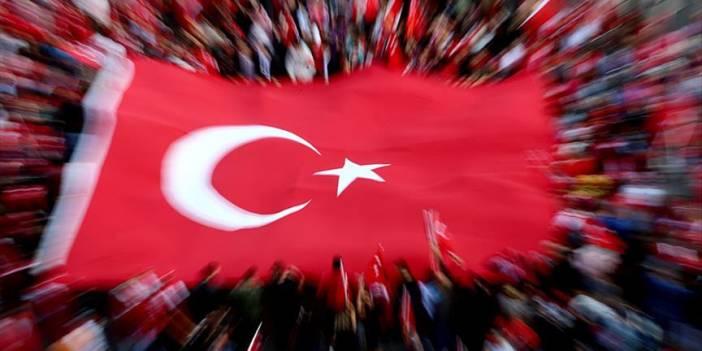 Erdemli'de Şehit Doğan'ın Babaevine Türk Bayrağı Asıldı