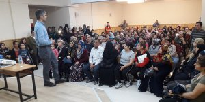 Seyhan'da Aile Eğitimi Konferansları Büyük İlgi Topluyor