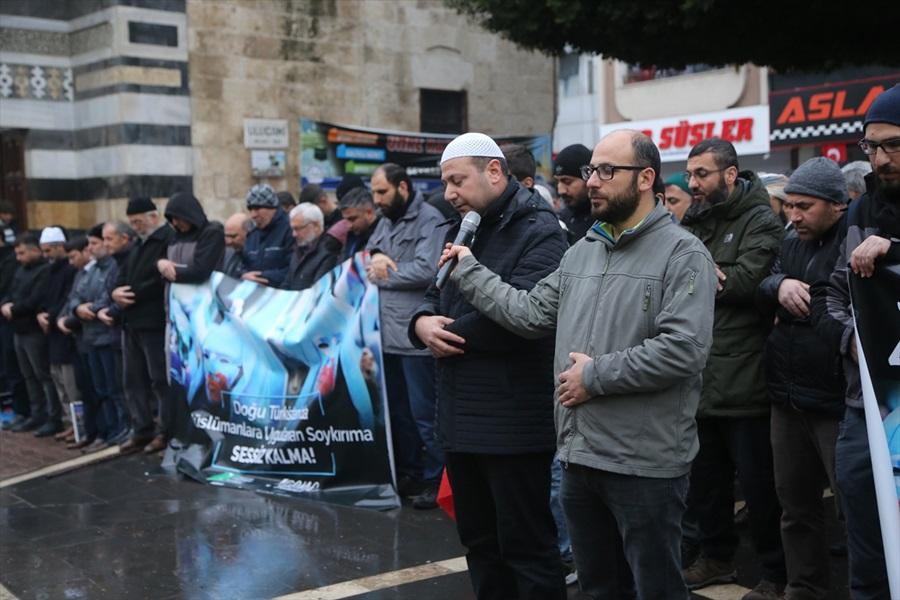 cine-dogu-turkistan-protestosu-4.jpg