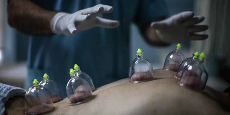 """Cerrah eliyle """"hacamat"""", hastalara güven veriyor"""