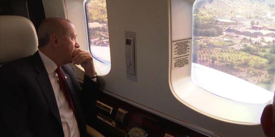 Cumhurbaşkanı Erdoğan sel felaketinden zarar gören alanları helikopterle inceledi
