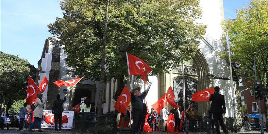 Avrupalı Türkler, Cumhurbaşkanı Erdoğan'ı Köln'de coşkuyla bekledi