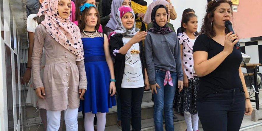 Yüreğir İmam Hatip Ortaokulunda Suriyeli Öğrenciler İlahi Okudu..